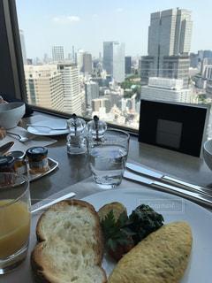 何かいいことがありそうな朝食風景の写真・画像素材[1035816]