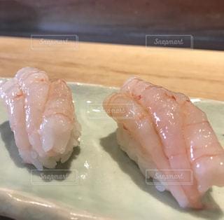 皿の上の寿司の写真・画像素材[1035843]
