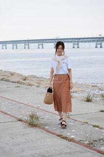 海辺を歩くの写真・画像素材[4906388]