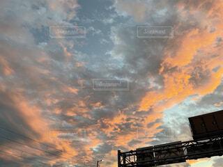 夕焼けの帰り道の写真・画像素材[4867675]