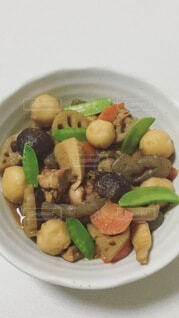 皿は食べ物で満たされているの写真・画像素材[4861777]