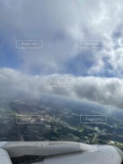 山の上に座っている飛行機の写真・画像素材[4862470]