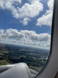 飛行機の窓の眺めの写真・画像素材[4862561]