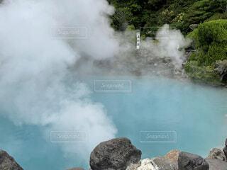 山の側に煙の山の写真・画像素材[4862612]