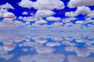 絶景のウユニ塩湖の写真・画像素材[1129504]