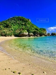 沖縄の海と砂浜の写真・画像素材[4874004]