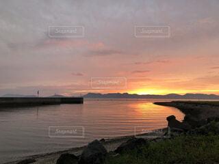 夕暮れの漁港の写真・画像素材[4870038]