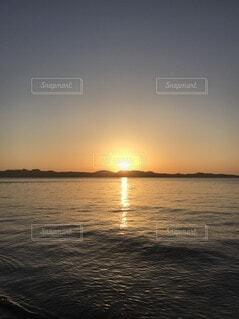 夕日と海の写真・画像素材[4873883]