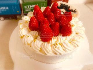 苺のデコレーションケーキの写真・画像素材[4863499]