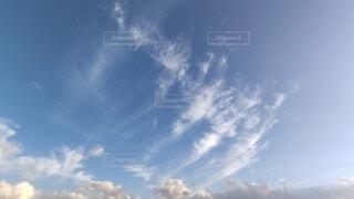 爽やかな朝のはけ雲の写真・画像素材[4935734]