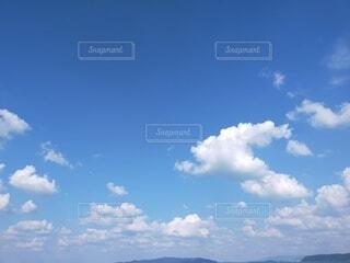 青い空に雲の写真・画像素材[4949268]