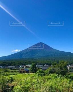 夏の富士山の写真・画像素材[4865723]
