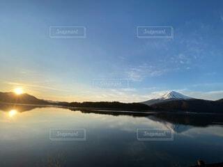 逆さ富士と朝日の写真・画像素材[4866210]