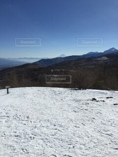 雪に覆われた斜面のクローズアップの写真・画像素材[4863607]