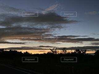 夕焼けの空の写真・画像素材[4862771]