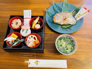家で祝うお食い初めの写真・画像素材[4874803]