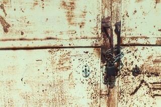 落書きに覆われた壁の写真・画像素材[4876181]