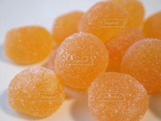 オレンジ色のグミの写真・画像素材[1462381]