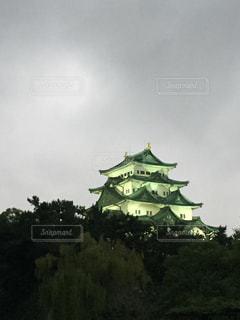 曇りの日、夕方の名古屋城の写真・画像素材[1462426]