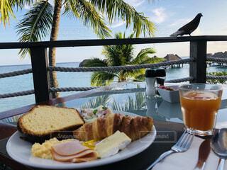 海の見えるテラスで朝食の写真・画像素材[4873118]