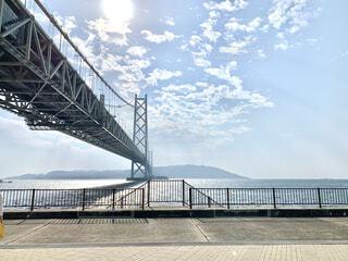 水の体に架かる橋の写真・画像素材[4866861]