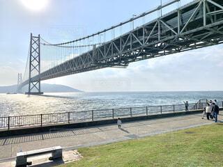 水域に架かる橋を渡る列車の写真・画像素材[4866918]