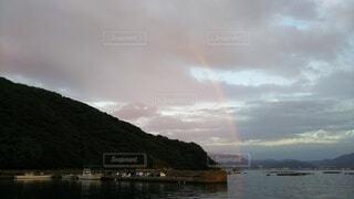 夕方の虹の写真・画像素材[4871611]