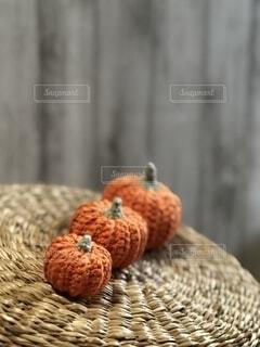 籠に乗ったかぼちゃの写真・画像素材[4870382]