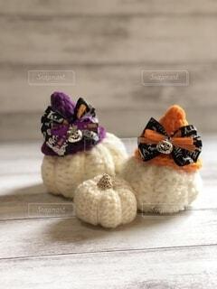 ハロウィン帽子と白いかぼちゃの写真・画像素材[4870473]