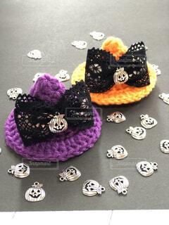ハロウィン帽子とかぼちゃのチャームの写真・画像素材[4870481]