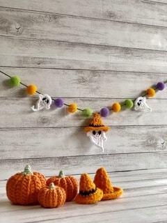 ハロウィンガーランドとかぼちゃとトンガリ帽子の写真・画像素材[4870483]