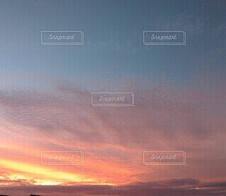 夕方の空の写真・画像素材[4875150]