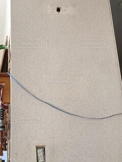 穴が空いた壁の写真・画像素材[4883673]