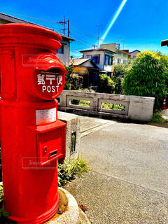 通りの側に座っている消火栓の写真・画像素材[4867792]