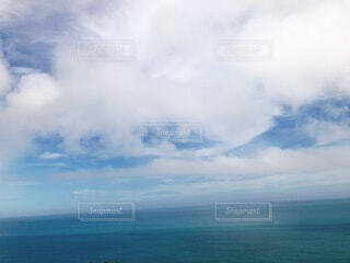 海の上の雲の写真・画像素材[4869048]