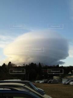 珍しい雲の形の写真・画像素材[4874359]