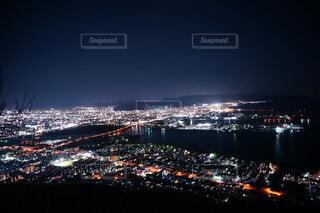 夜の都市の眺めの写真・画像素材[4869331]