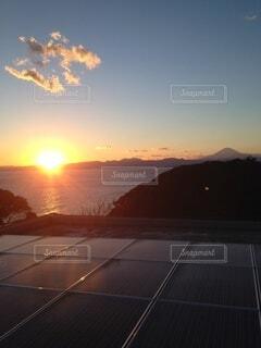 夕陽と雲と富士の写真・画像素材[4869571]