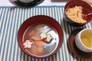 食べ物の皿とお茶の写真・画像素材[4870076]