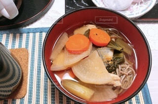 皿の上に食べ物の写真・画像素材[4870077]