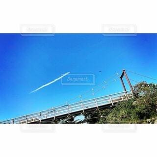 飛行機雲の写真・画像素材[4889338]