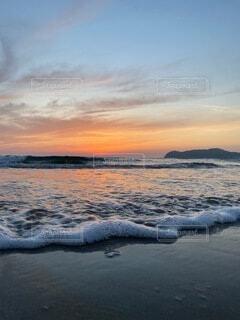 泡立つ海辺の写真・画像素材[4873175]
