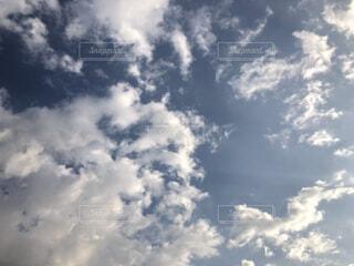雲の中のハートの写真・画像素材[4911726]
