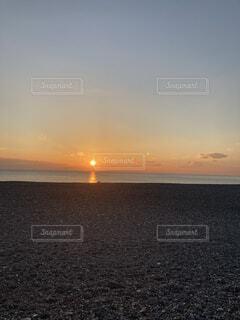 海から日の出の写真・画像素材[4876417]