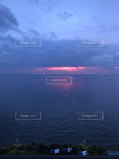 赤い夕日の写真・画像素材[4889237]