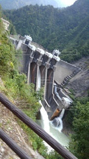 ダムの放流の写真・画像素材[4873273]