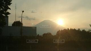 日没時の都市の眺めの写真・画像素材[4872496]