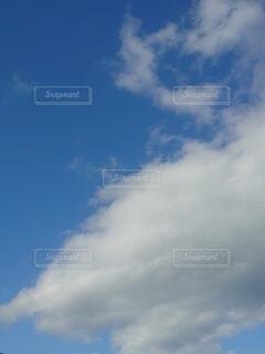 青空の雲の写真・画像素材[4882793]