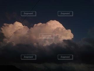 暗い空の雲の写真・画像素材[4883369]