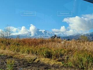 秋から冬になる山の写真・画像素材[4872605]